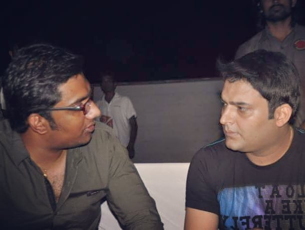 I want someone to look at me like how Kapil Sharma is looking at me in this picture. It's like he actually wants to throw a shoe at me and then abuse me on a phone call.  Get well soon Buddy. We have all been there but these are the times which decides our path. I hope you choose the right one.  #Throwback #KapilSharma #Giglife