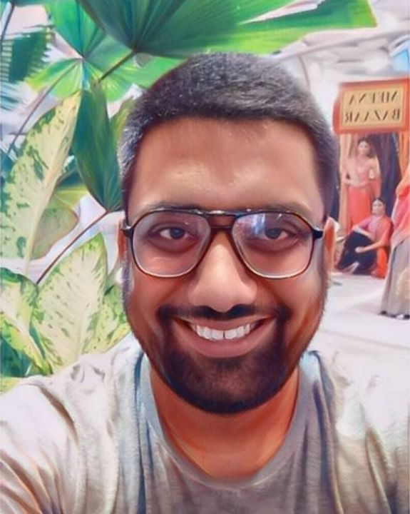 Hi. I am Manan Desai. You can cast me in your film as a serial killer or a lunatic librarian. #NewLook #USAtour #TheComedyFactory