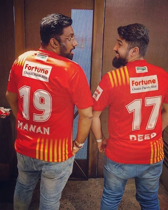 @nautankideep & I are willing to be auctioned for Gujarat Team @fortunegiants for the next tournament. What say @sanjay_adesara ??!!  #thecomedyfactory #GFG #LePanga #ProKabaddiLeague