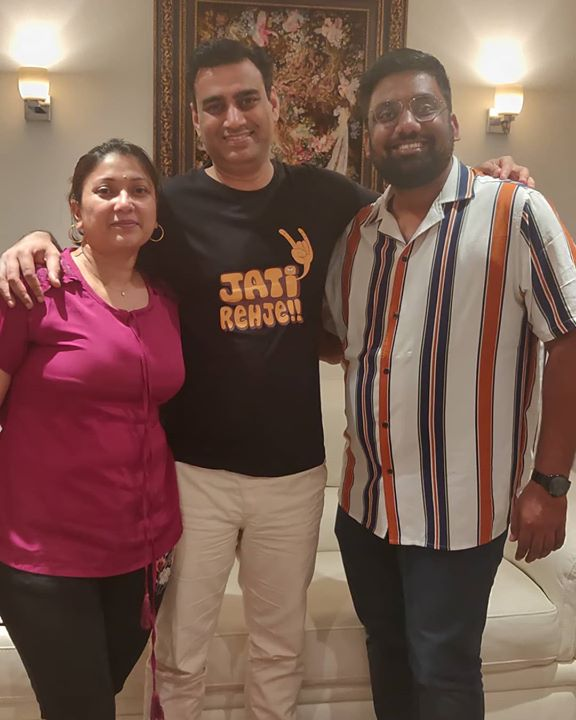 With the First Secretary @rohitvadhwana  at the High Commission of India here in UK. He saw us perform live and appreciated our work sporting a #JatiRehje T-Shirt. 😁  Thank you Mrs. Vadhwana for the lovely dinner at your residence.