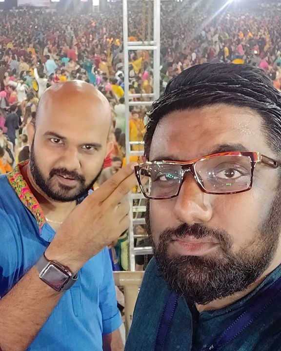 Last night was fun from the stage. Atul Kaka & My Dad were great friends and I am glad their sons have carried on the legacy. With Junior Purohit #JigarPurohit at @unitedwayofbaroda Garba.  #Navratri #9thNight #AtulPurohit #UnitedWay