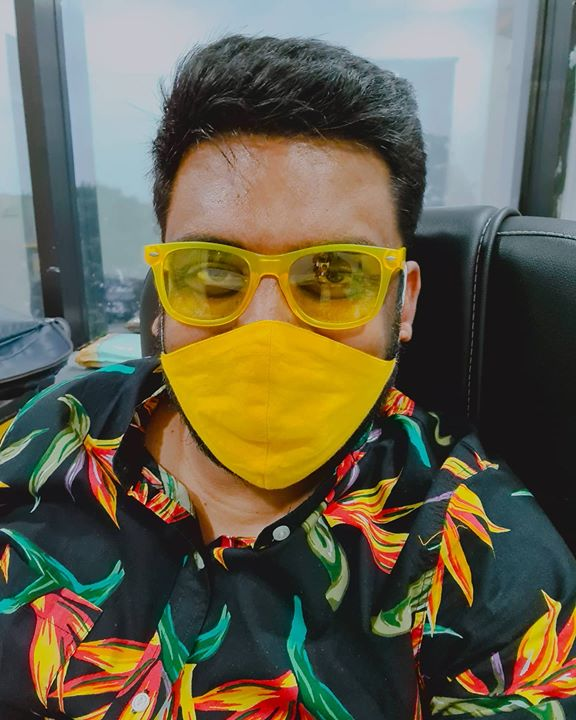 Monday Blues ko Yellow se Bhagaao!!! #OfficeLife #MondayBlues #MaskLife