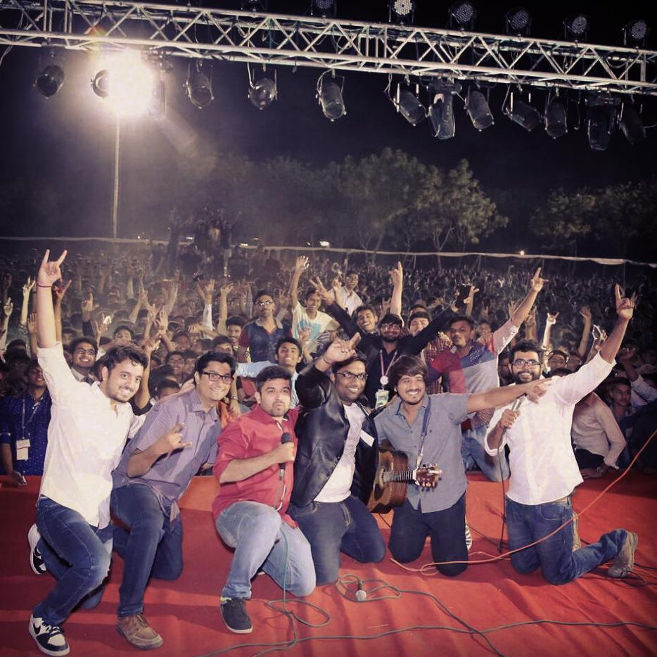 One more Maddening show at Parul University. 3k+ students went berserk post show. Thank you all for coming out. You want @thecomedyfactoryindia to perform at your college. Let us know :) #standup #comedy #gujarati