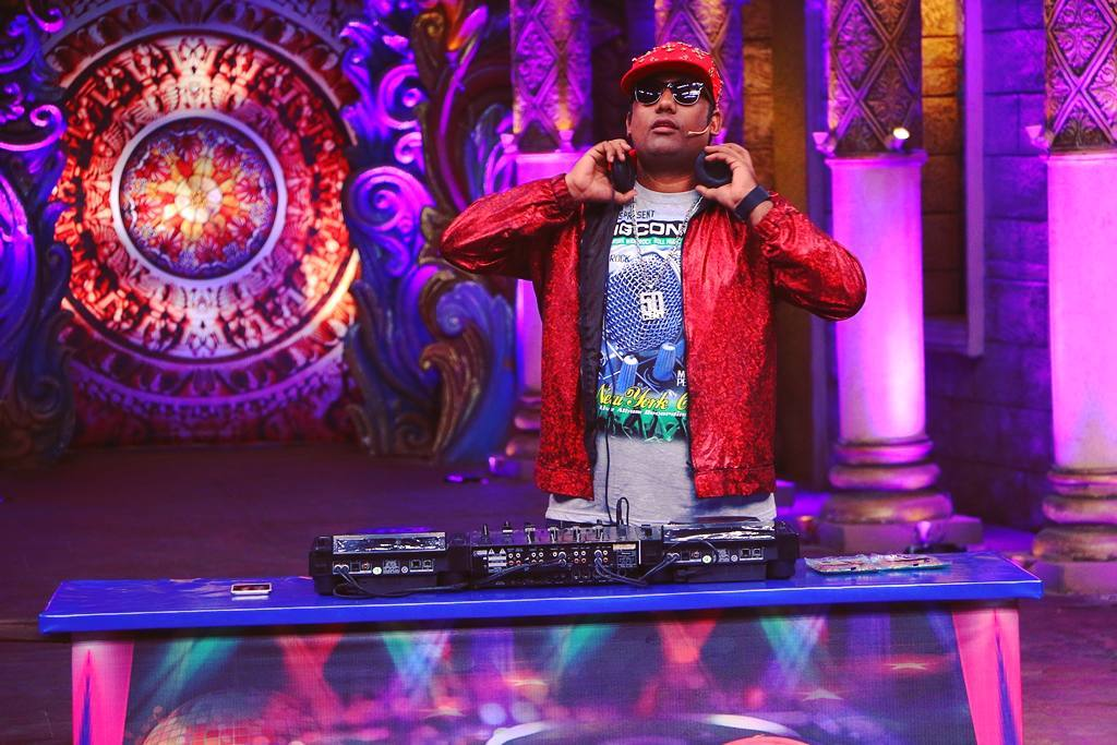 This Sunday I am a DJ on @bachao_comedy_nights for Music Composers special show. Don't miss it on 2nd Oct @ 10 PM on Colors TV. #DJThakela