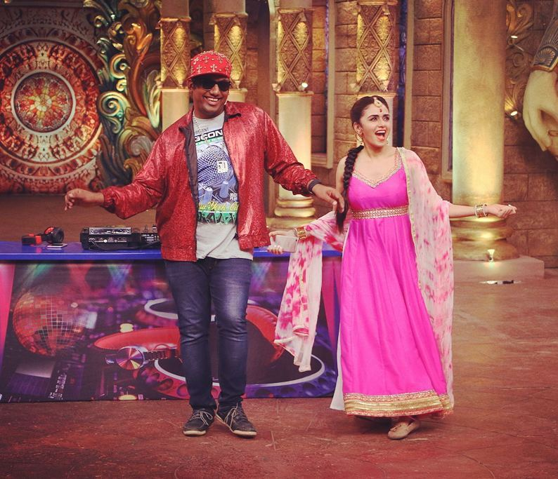 When DJ himself comes to the Dance floor. Tonight on @bachao_comedy_nights at 10 PM with @miamruta on @ColorsTv  Musical Roast of Sajid Wajid, Sachin Jigar & Miss Pooja. Don't miss it.