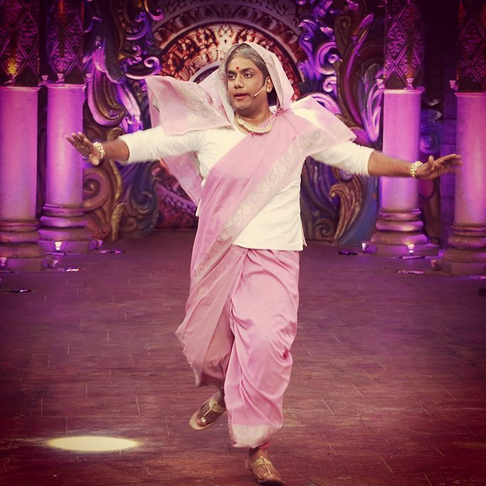 Baa gotta do what she gotta do. Don't judge me. See the episode this Sunday and then decide why I cross dressed. @bachao_comedy_nights at 10 PM on 9th October. #villain #special