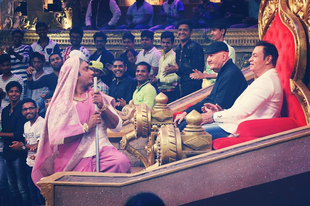 When I cross dressed and danced in front of legends. Villain special tomorrow night at 10 PM on Colors TV. Prem Chopra, Razaa Muraad and Pradeep Rawat. Madness assured. #roast #comedynights #bachao