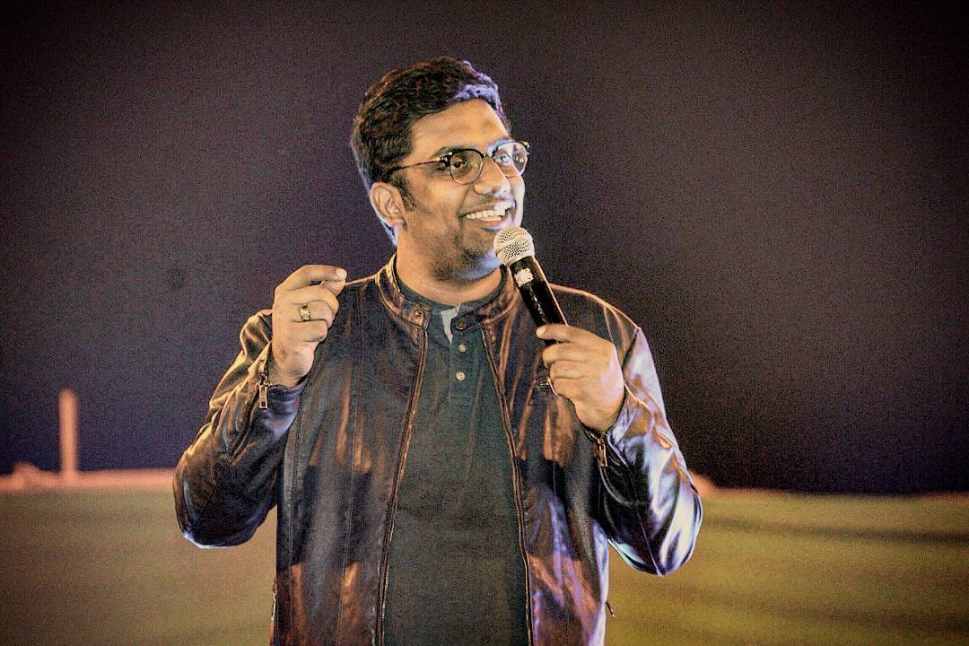 @weekendwindow memories. I'll now regularly upload pics from my stage performances. So you know what kinda shows I do. Also cos I have new year resolution of being a sell out. Jo dikhta hai woh bikta hai. #stud #paunch