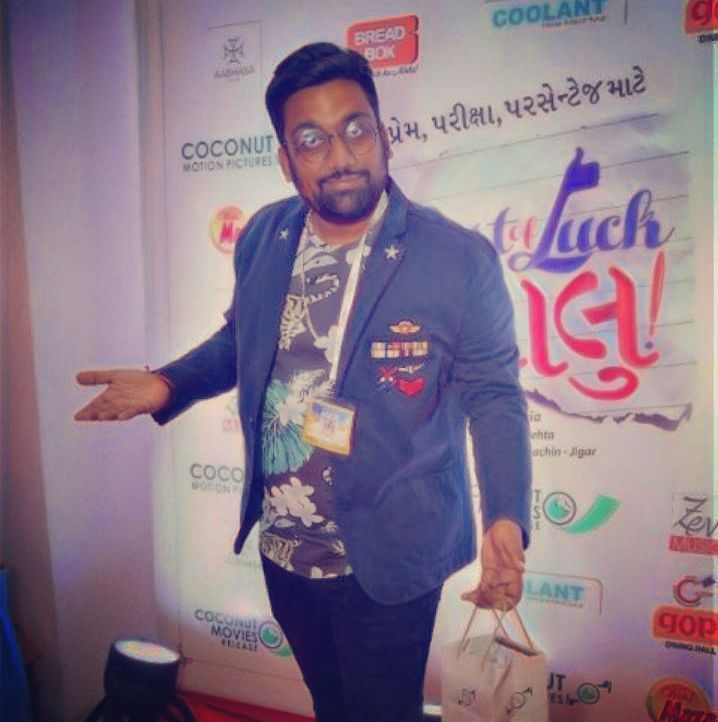 Have started doing this Red Carpet thing. Trying to look all Dapper but deep down inside Gujarati and I can't pose without the freebies I received from @coconutmotionpictures  Best of Luck Laalu is a great family entertainer. This review has nothing to do with the freebie I've received.  #bestoflucklaalu