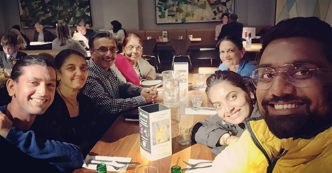 Dinner with London Family. Mum & I have been longing to do this since more than 2 decades. Little achievements that bring so much joy in life. #UKHoliday #London #Pizza #Family #Dinner