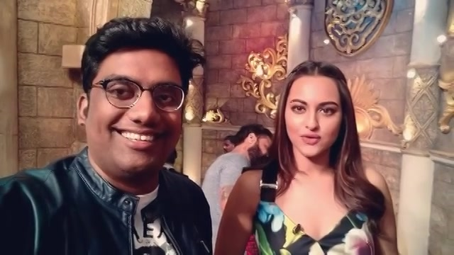 When I fooled Sonakshi Sinha to be a part of my first Vlog. I'll take you through my journey from 6th to 8th November of doing 3 different comedy shows in 3 different languages for 3 different kind of audience. Will share soon.  #PrivateShow #Bachao #Canvas