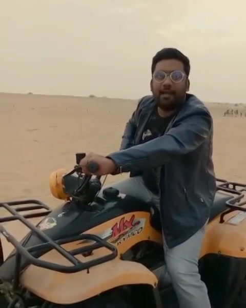 Gujju Guide trying to be an Auto Rickshaw guy in Deserts of Dubai. #GujjuGuide #Dubai