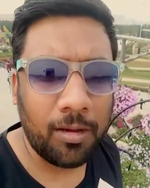 Gujju Guide reviewing Miracle Garden. #GujjuGuide #Dubai
