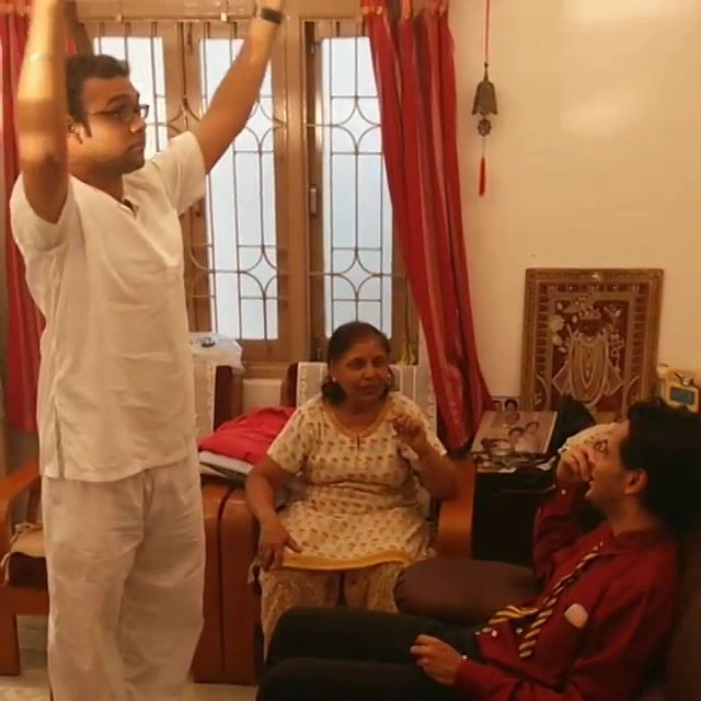 Chothu Phool. Jamming with Mom, @ojasrawal & @smitpandya2204. Beautiful Breaks between Shoot. #Gujju #folksong